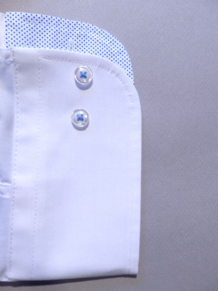 chemise blanche opposition pois