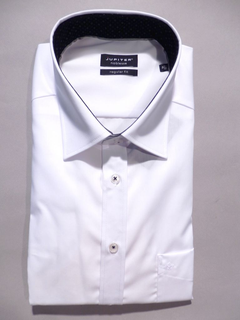 chemise blanche oppositions noires